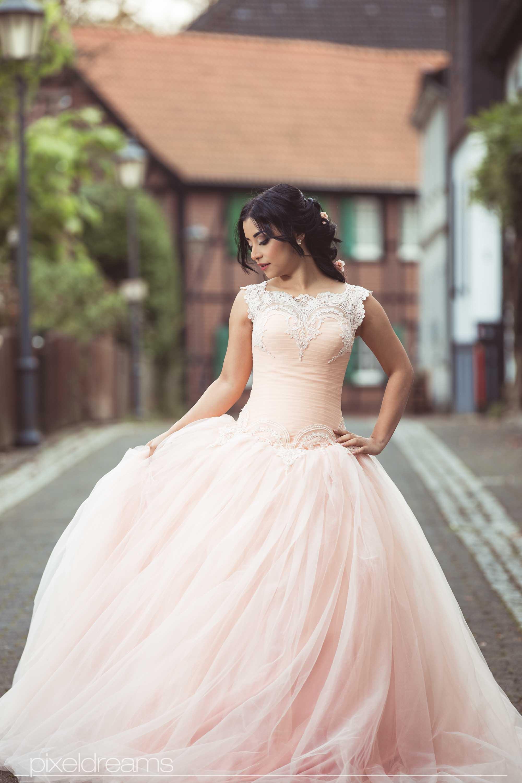 hübsch-braut-styling-ballkleid-brautkleid-verlobungskleid-foto-bochum-hochzeitsfotograf-hochzeitsfoto