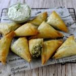 Spanakopitakia: Fagottini Greci di Pasta Fillo con Feta e Spinaci