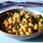 Cavatappi con Cipolle, Acciughe, Olive, Capperi, Pinoli ed Uvetta (Ricordi d'Estate)