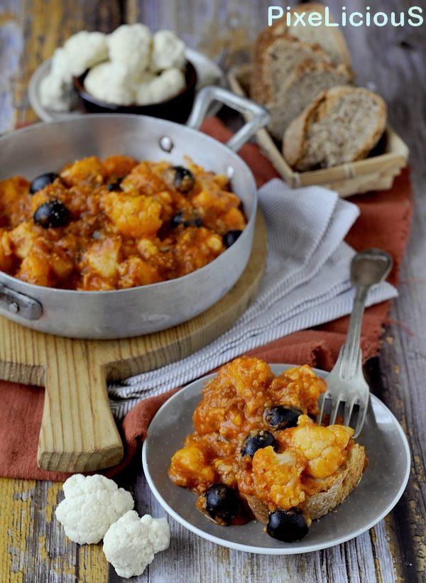 Cavolo Strasci'ato (Cavolfiore al Pomodoro con Salsiccia e Olive Nere)
