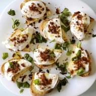 Bruschette con Mozzarella di Bufala, Bottarga e Olio Nòvo