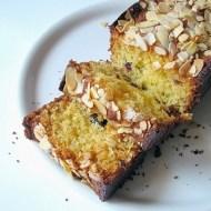 Cake al Cocco con Mandorle e Mirtilli Rossi