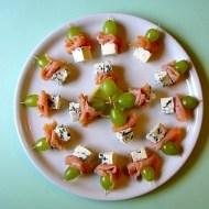Mini-Spiedini con Salmone, Uva e Roquefort