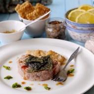 Tartare di Palamita all'Orientale con Salsa Teriyaki, Alga Nori Fritta e Crackers allo Shichimi Togarashi