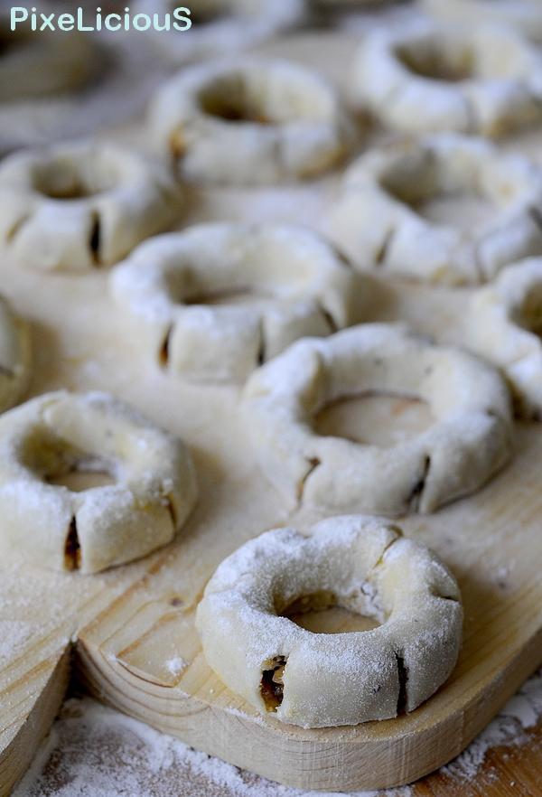 Biscotti Di Natale Quel Che Passa Il Convento.I Cuddureddi Con Lu Ficu Di Alcamo Trapani Pixelicious