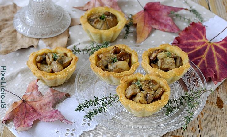 Tartellette Salate al Parmigiano con Funghi Porcini e Robiola