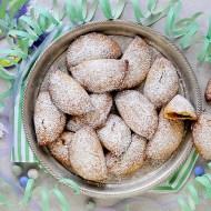 Ravioli Dolci di Mandorle al Forno con Confettura di Albicocche e Gocce di Cioccolato