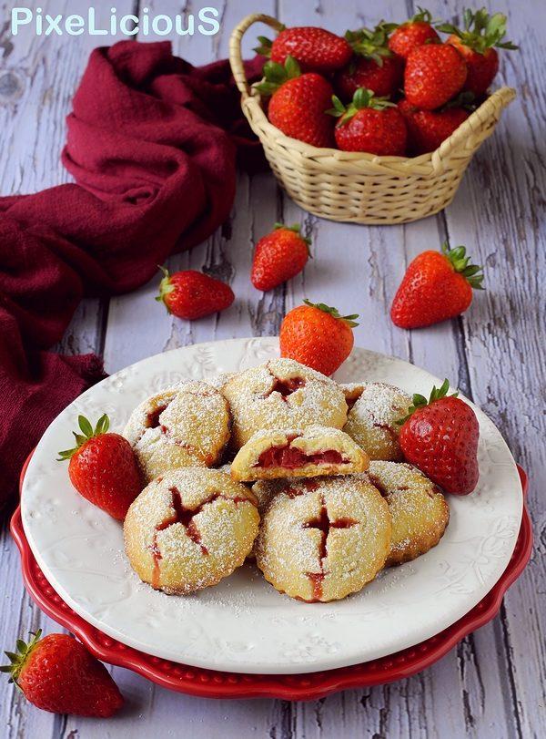 biscotti con cuore di fragola