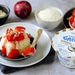 Budini di Yogurt Greco al Cocco con Susine Caramellate e Mandorle