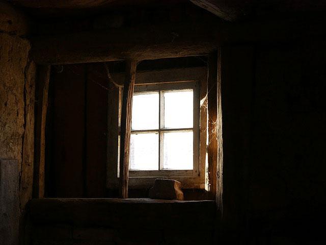 Undichte Kellerfenster abdichten