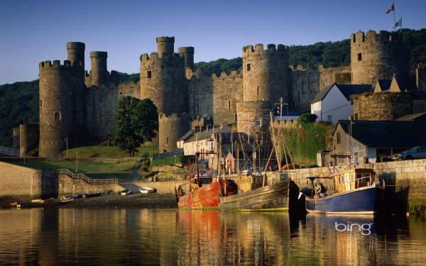 Bing Wallpapers as Desktop Background Castles