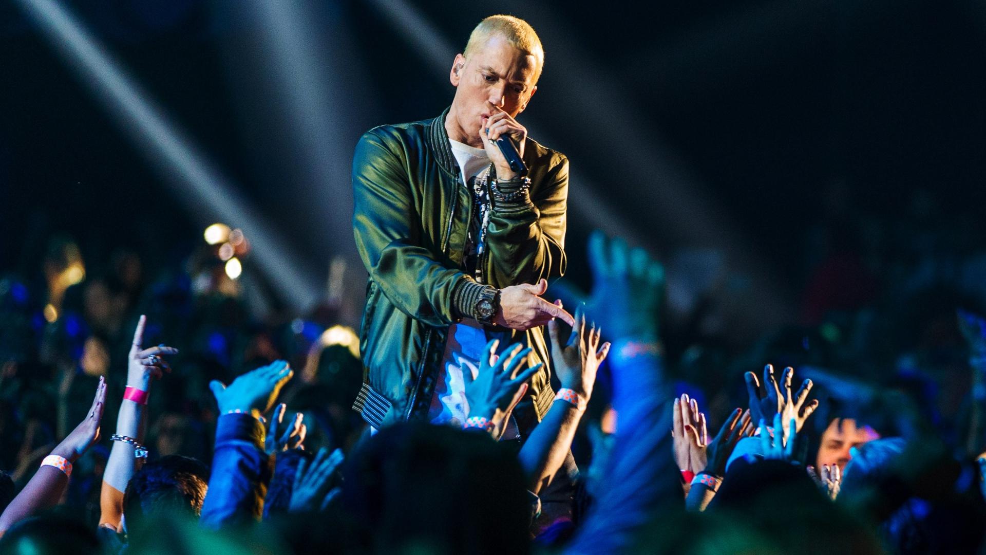 Fall Out Boy Iphone Wallpaper Eminem Singer Wallpaper Pixelstalk Net