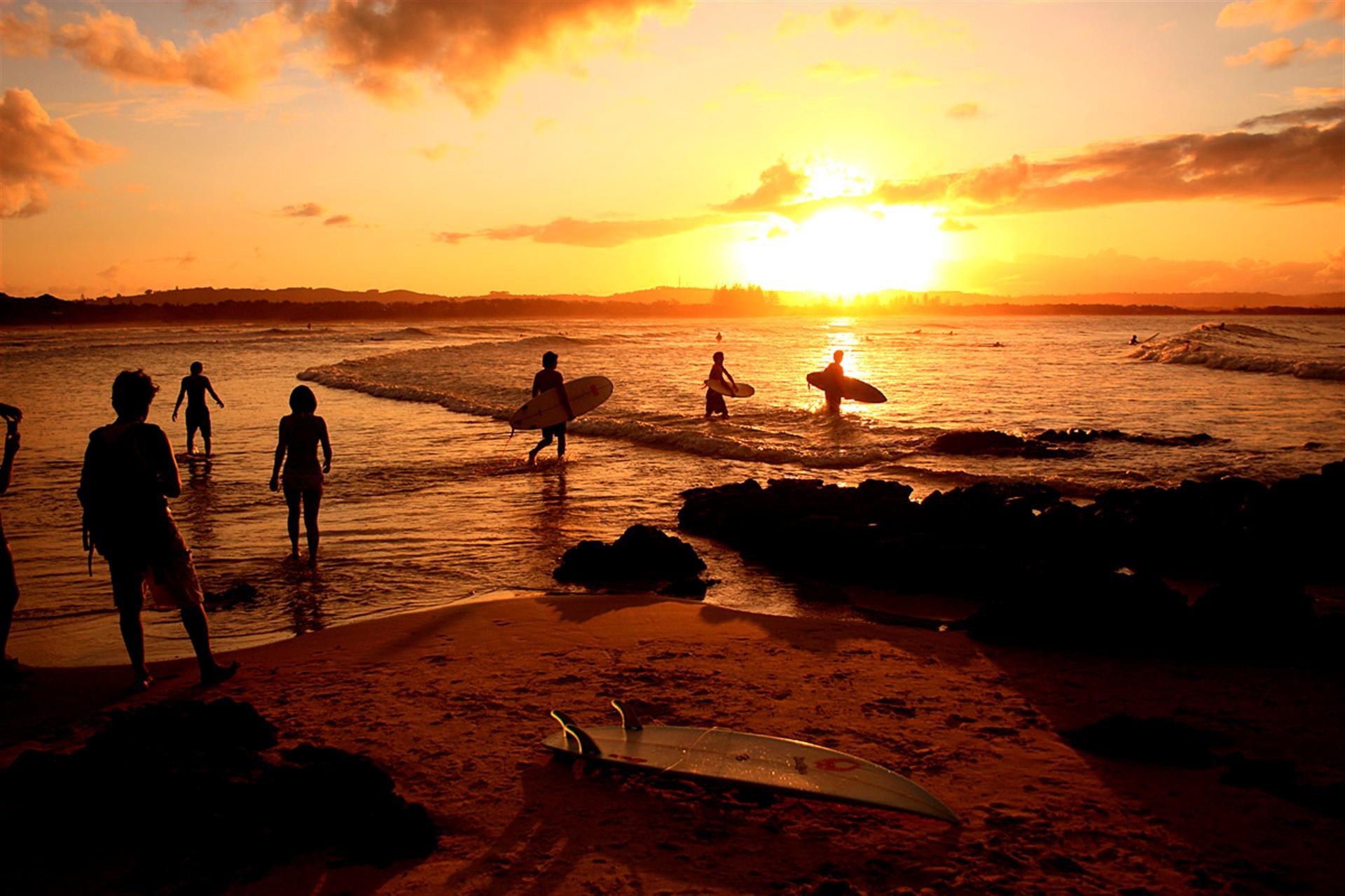 Bonsai Tree Iphone Wallpaper Download Free Surf Beach Backgrounds Pixelstalk Net