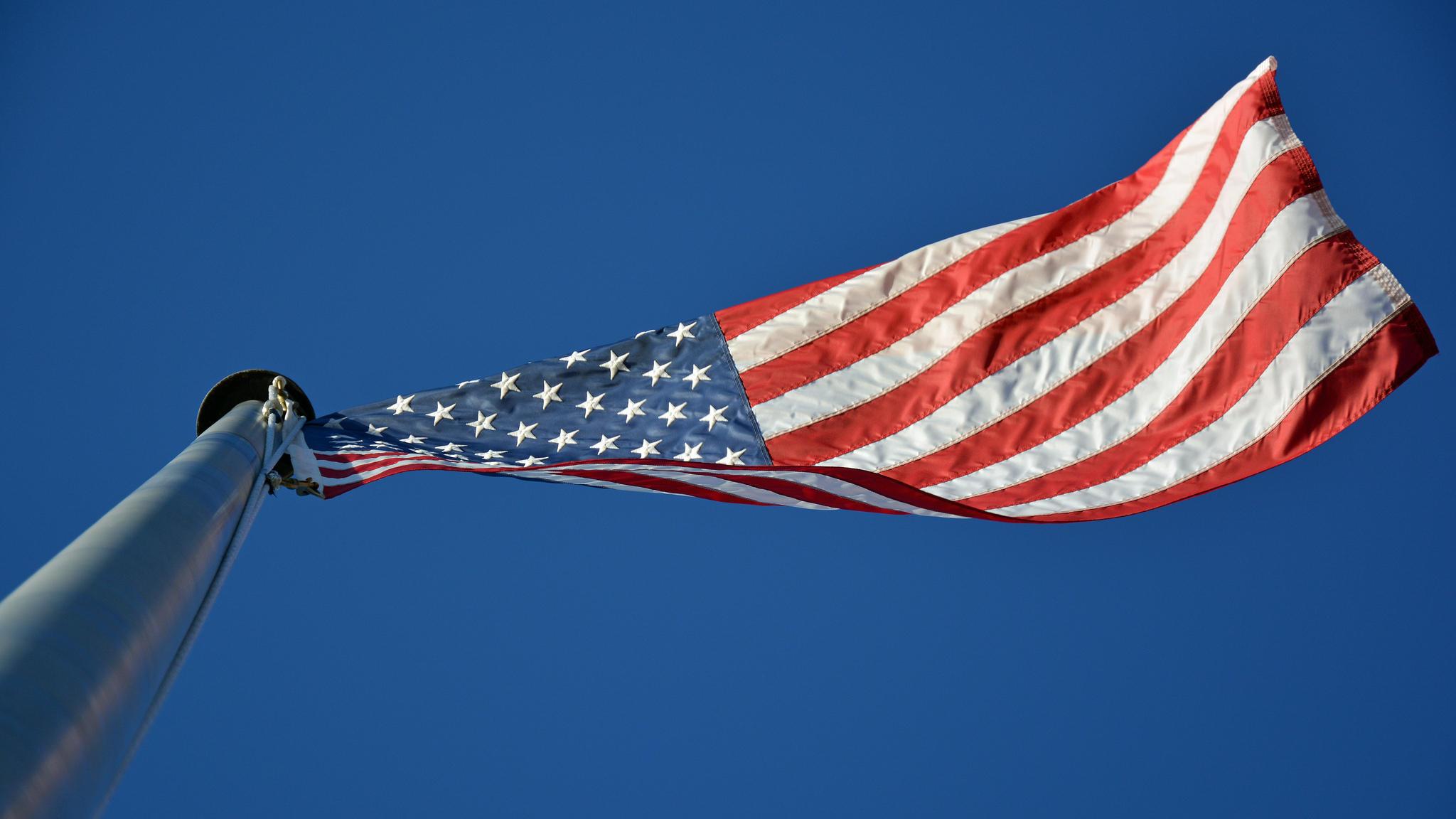 Fall Pixel Art Iphone Wallpaper American Flag Backgrounds Pixelstalk Net