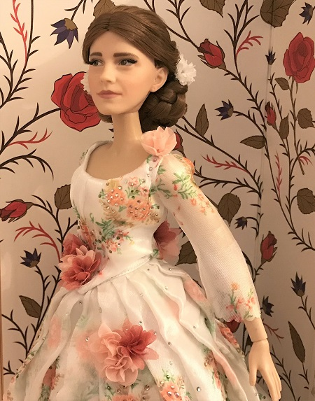 Platinum Belle Doll With Rose Background