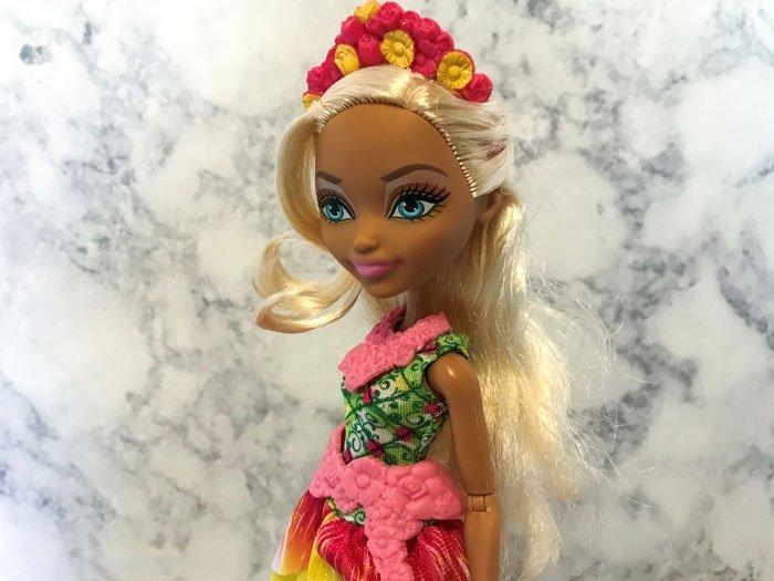 Nina Thumbell doll review.