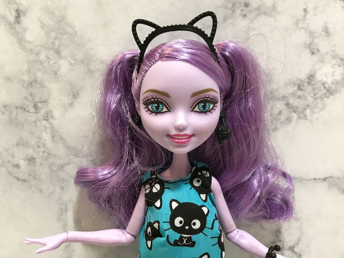 Barbie headbands are too small for Ever After High dolls.