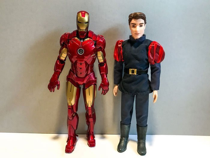 Hot Toys' Iron Man Mark IV is about 12 inches tall (or 1:6 scale).