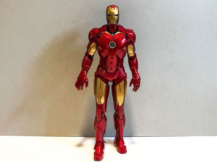 Review of Iron Man MMS 123 Mark IV from Hot Toys.