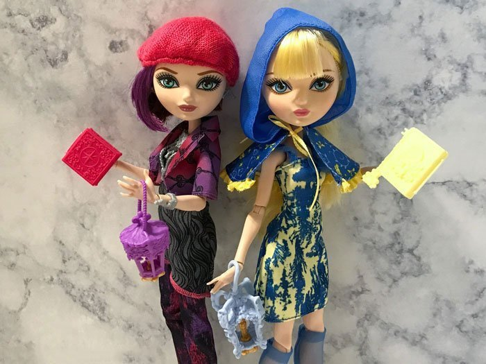 Ever After High dolls Blondie Lockes and Poppy O'Hair.