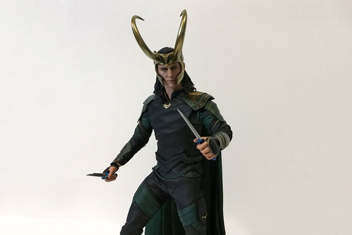 Hot Toys Thor: Ragnarok Loki Review.