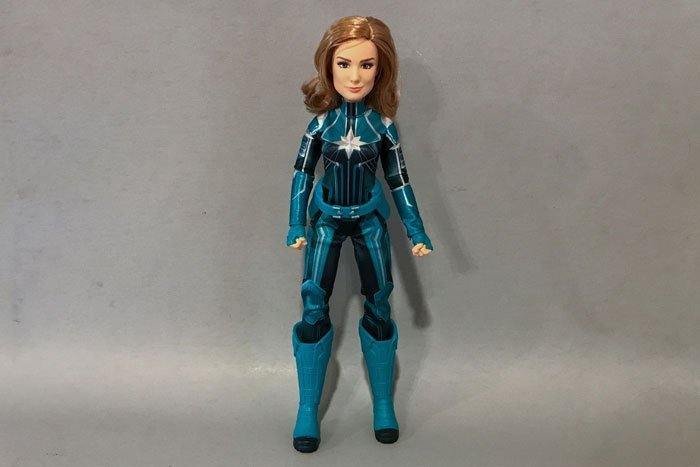 Taking a closer look at the outfit on the Captain Marvel Starforce doll.