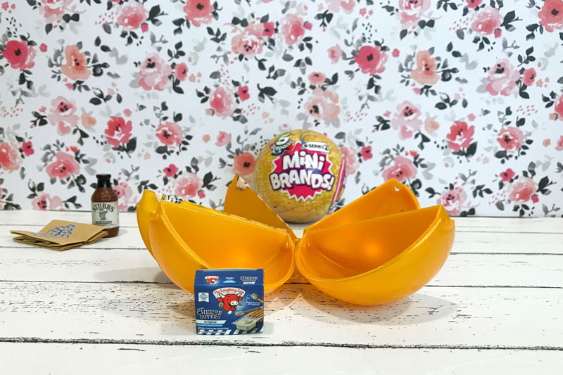 5 Surprise Mini Brands Season 2: Cheese Dippers.
