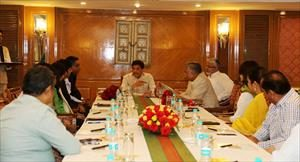 1-interacting-with-the-team-of-energy-efficiency-services-limited-eesl-on-distributing-9-crore-led-bulb