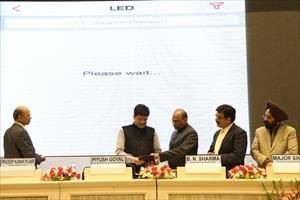 4--launching-mobile-apps-for-energy-efficiency-at-the-national-energy-conservation-day-award-function-(2)