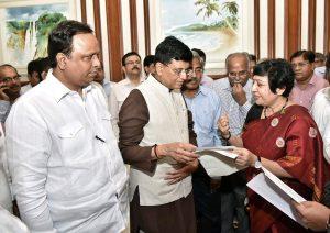 Maharashtra Mps And MLAs 01