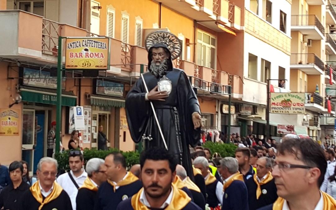 [Video] 20/5/2017 Processione San Francesco di Paola nelle Vie di Pizzo Alta