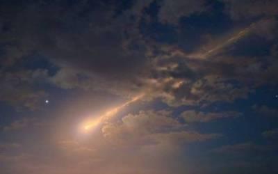 Palla di fuoco illumina i cieli di Calabria e Sicilia: enorme meteora sullo Stretto di Messina