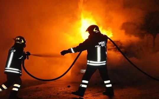 Bruciata l'auto di un carabiniere a Vibo Valentia