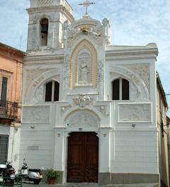 Furto nel magazzino della Chiesa dell'Immacolata rubati due antichi candelieri