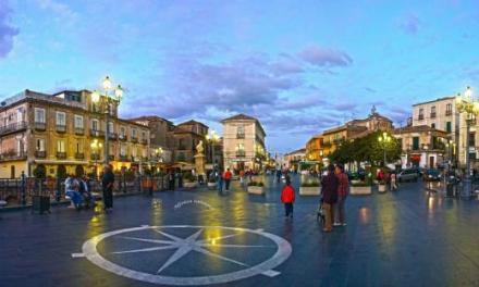 Piazza della Repubblica nel caos. Fioriere contro le soste selvagge