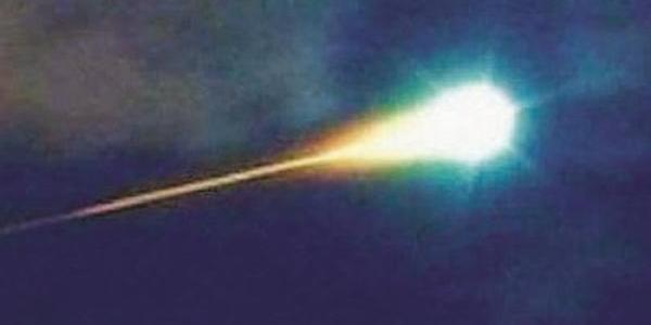 Strana scia luminosa nel cielo del Pollino