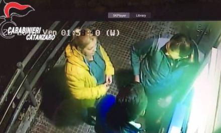 «Dammi i soldi o t'ammazzo»: sei arresti per rapina a Lamezia FOTO-VIDEO