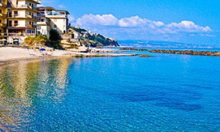 Balneabile l'hotel Grillo a Pizzo: dubbi dell'Arpacal sul canale circostante