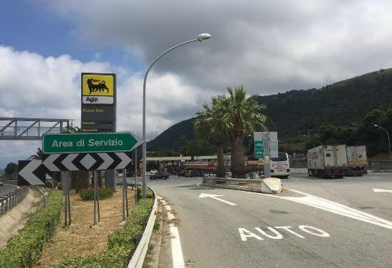 Violenta rissa tra giovani con lancio di sgabelli all'area di servizio A2 di Pizzo, una denuncia – Zoom24