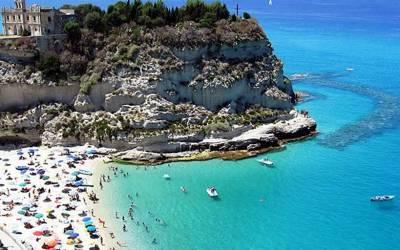 Decolla l'estate in Calabria, prima ondata di caldo e spiagge affollate a Tropea e Pizzo – Zoom24