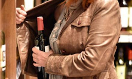 Tentano furto di liquori a Pizzo, due donne bloccate dai carabinieri