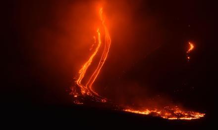 Etna, esplosioni e scosse di terremoto: aperta una frattura eruttiva alla base del cratere sud-est – Tgcom24