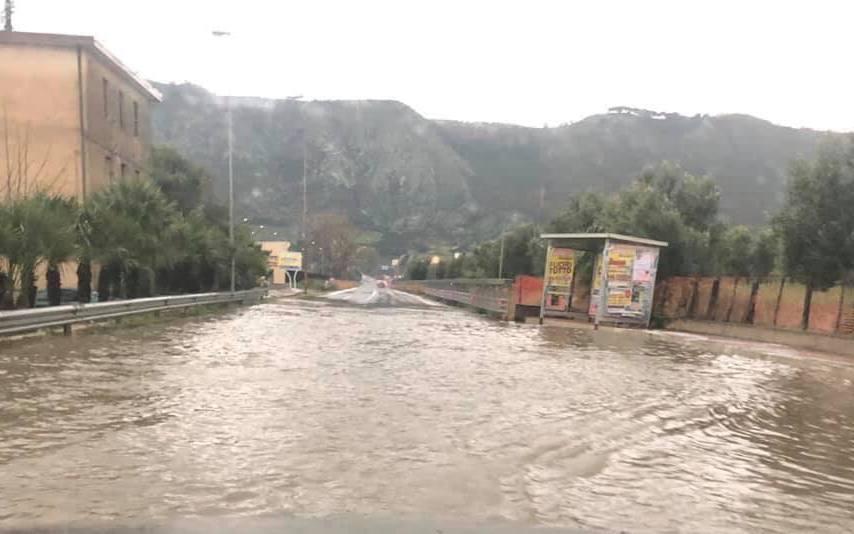 Maltempo in Calabria, forti grandinate: soccorsi automobilisti rimasti bloccati