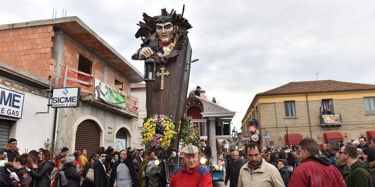 """Mileto """"capitale"""" del Carnevale vibonese: festa di colori e migliaia di persone in piazza (FOTO)"""