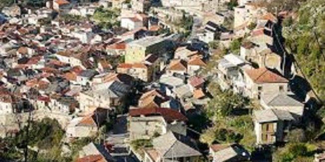 Beppe Grillo e Dinami: altro che reddito di cittadinanza da qui scappa anche la 'ndrangheta