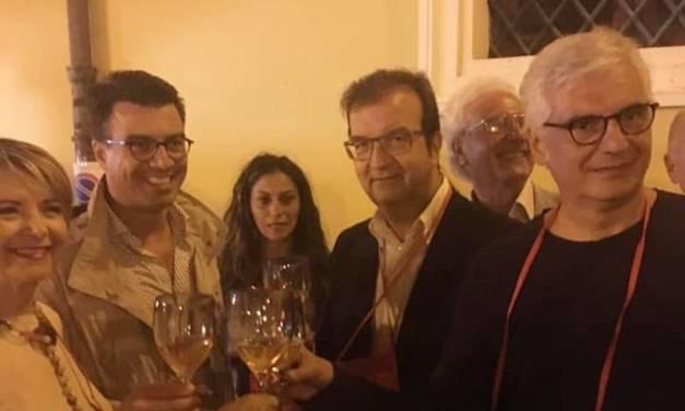 Tra un selfie e un calice di vino, la campagna elettorale di Occhiuto sbarca nel Vibonese