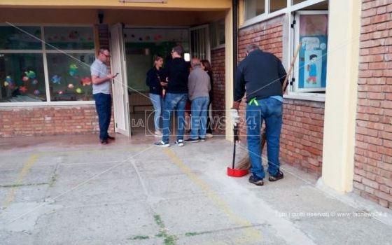 Topi nell'asilo di Pizzo, i carabinieri del Nas sospendono la mensa
