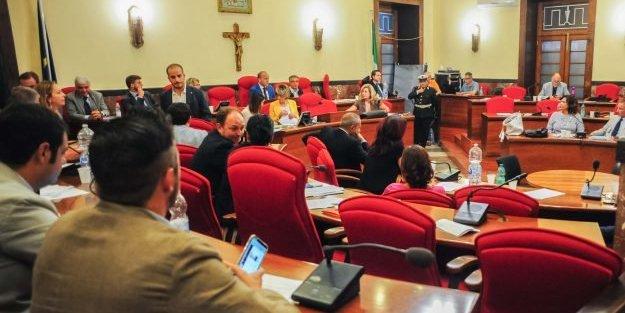"""Le ombre dell'inchiesta sul Comune di Vibo, i consiglieri prendono """"posizione"""""""