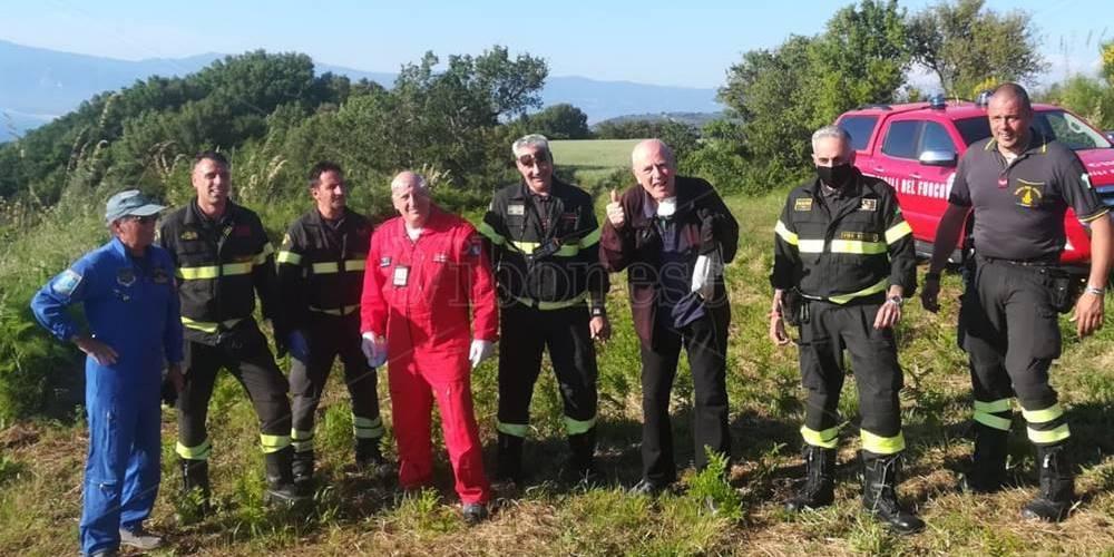 Precipita in parapendio a Pizzo, miracolosamente illeso pilota 71enne – Video