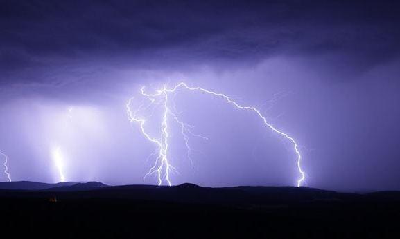 Maltempo Calabria, in arrivo temporali e vento: domani allerta arancione nel Reggino